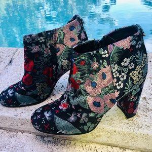 Sam Edelman Campbell floral brocade bootie size 8